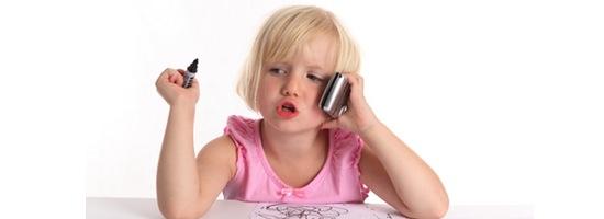 Mädchen mit Telefon 200x550